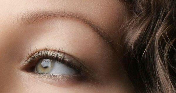 Augenbraue färben